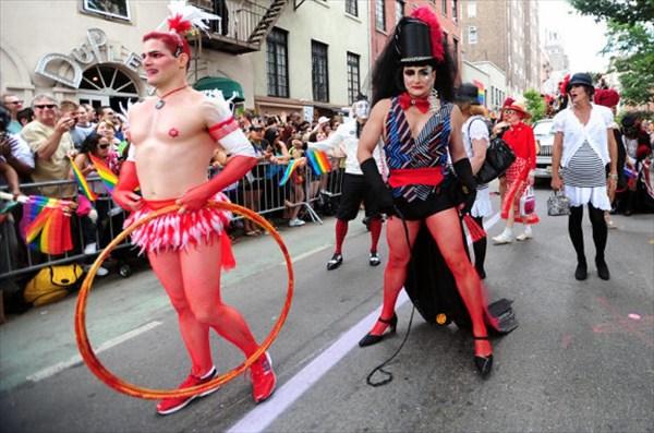 Gal-gay-pride11-jpg[1]